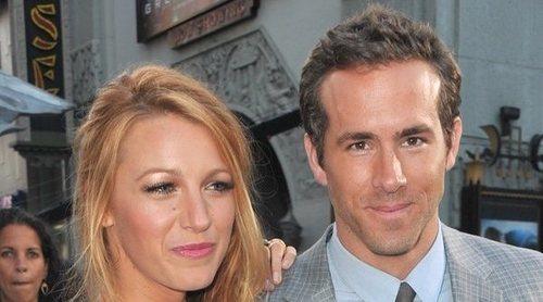 Blake Lively trolea a Ryan Reynolds con su foto en un camión el día de su aniversario