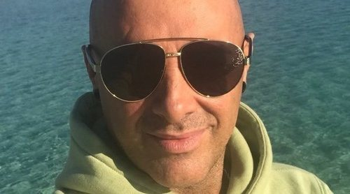 Dinio García se una a la moda del injerto capilar y viaja hasta Turquía para despedirse de su calvicie