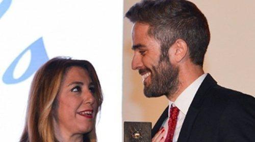 Roberto Leal recoge el premio de 'Embajador de Andalucía' apoyado por su madre