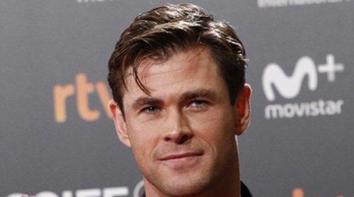 Chris Hemsworth acapara todas las miradas en el Festival de San Sebastián sin Elsa Pataky