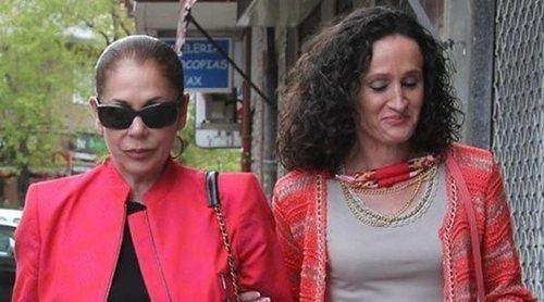 Enemigas Íntimas: Isabel Pantoja y Dulce Delapiedra, del amor al odio en cuestión de llamadas