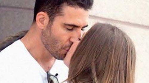Miguel Ángel Silvestre, pillado besándose con una joven misteriosa en Los Ángeles