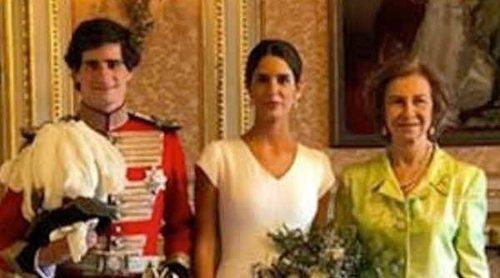 La Reina Sofía 'se cuela' en las fotografías oficiales de la boda del Duque de Huéscar y Sofía Palazuelo