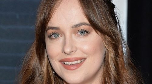 Dakota Johnson desmiente estar embarazada de Chris Martin