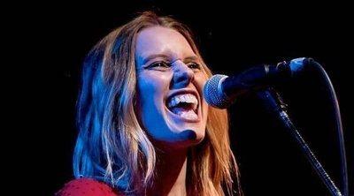 Manuela Vellés lanza su disco 'Subo bajo': 'Salgo temblando de los conciertos'