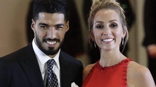 Sofía Balbi y Luis Suárez posan con su 'familia soñada' tras el nacimiento de su tercer hijo