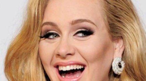 Adele está disfrutando al máximo de poder presumir de barriga de embarazada