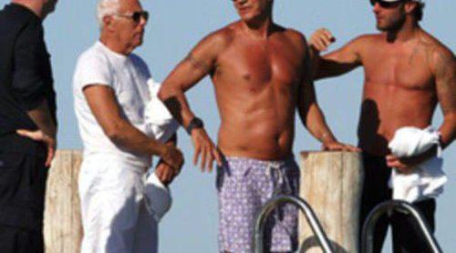 Giorgio Armani se divierte en Saint Tropez antes de surcar las aguas del Mediterráneo
