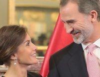 Los Reyes Felipe y Letizia, cariñosos y cómplices en su maratoniana agenda al comienzo de su Viaje de Estado a Perú