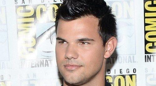 Taylor Lautner comparte un meme de Jacob para celebrar los diez años del estreno de 'Crepúsculo'