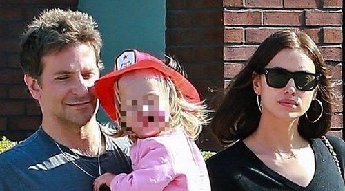 Irina Shayk y Bradley Cooper salen de paseo con su hija tras los rumores de ruptura