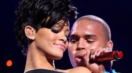 Chris Brown comenta una foto sexy de Rihanna y sus fans se le echan encima