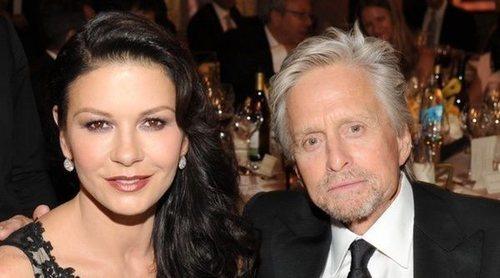 Catherine Zeta Jones confirma tener una relación abierta con su marido Michael Douglas