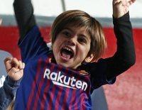 Milan y Sasha Piqué, dos terremotos viendo jugar a su papá Gerard Piqué