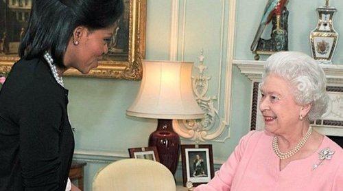 La Reina Isabel II se sincera con Michelle Obama: 'El protocolo es una basura'