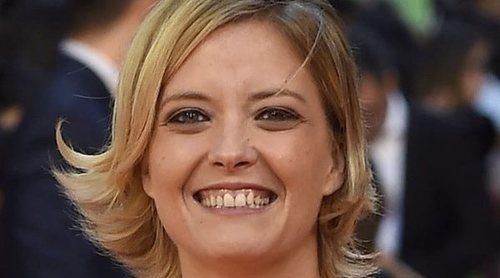 María Casado recibe la felicitación de su novia, Natalia Martos, tras ser nombrada presidenta de la Academia de Televisión