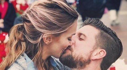 Katie Cassidy y Matthew Rodgers se han casado después de un año comprometidos