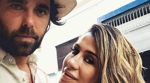 Unas chanclas personalizadas y mucho secretismo: Así ha sido la íntima boda de Elena Tablada y Javier Ungría