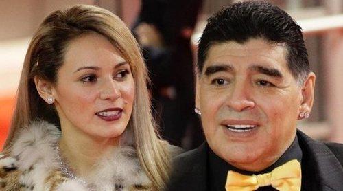 El nuevo drama de Maradona: su novia le ha puesto los cuernos y lo ha echado de casa