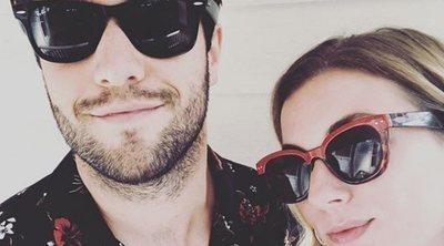 Emily VanCamp y Josh Bowman se han casado en Bahamas 5 años después de que se emitiera 'su boda' de 'Revenge'