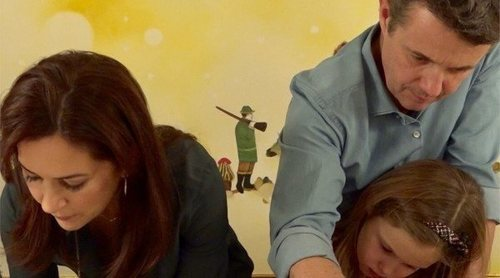 Federico y Mary de Dinamarca se ponen el delantal para celebrar la Navidad con sus cuatro hijos
