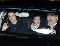 Los Reyes, fieles a su cita navideña: acuden junto a Leonor y Sofía a tomar el roscón con Jesús Ortiz