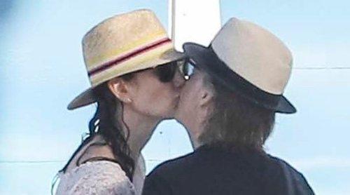Paul McCartney y Nancy Shevell derrochan amor durante unas vacaciones en St. Barts