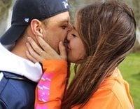 Chicharito y Sarah Kohan van a ser padres