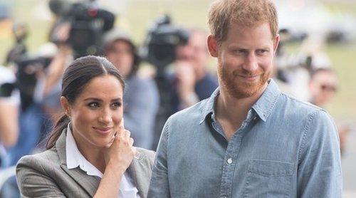 El Príncipe Harry y Meghan Markle preguntan a la gente qué nombre quieren que lleve el bebé que esperan