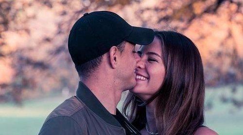 Chicharito y Sarah Kohan lucen alianzas... ¿boda a la vista antes del nacimiento de su hijo?