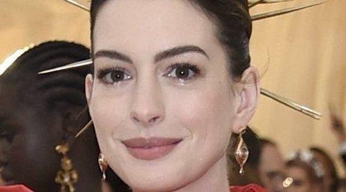 Anne Hathaway explica los motivos por los que va a estar 18 años sin beber alcohol