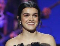 De la calma al ritmo: Así ha sido la actuación de Amaia Romero con Rozalén y Judit en los Premios Goya 2019