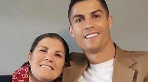 La madre de Cristiano Ronaldo da la cara por su hijo: 'Ella no fue al hotel para jugar a las cartas'