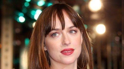 Dakota Johnson confiesa su quebradero de cabeza: 'Los cambios hormonales me están arruinando la vida'