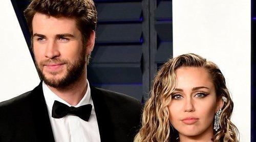 Miley Cyrus y Liam Hemsworth posan en su primera alfombra roja en los Premios Oscar 2019 tras casarse