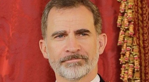 Cena de gala en el Palacio Real: de la reverencia de Isabel Preysler a la Reina Letizia a la 'soledad' de Pedro Sánchez