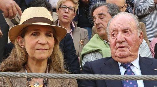Vítores y aplausos para el Rey Juan Carlos y la Infanta Elena durante una tarde de toros en Illescas