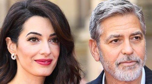 George y Amal Clooney vuelven a aparecer muy románticos y sonrientes en un acto benéfico
