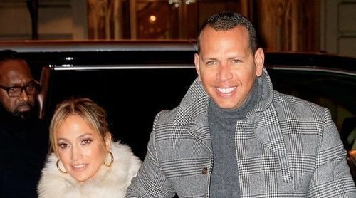 Jennifer Lopez presume de anillo de compromiso paseando su amor con Alex Rodríguez a pesar de los rumores