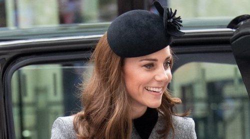 Kate Middleton, radiante en su primer acto oficial en solitario con la Reina Isabel