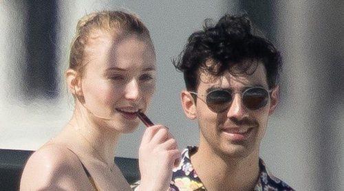 Los Jonas Brothers, Priyanka Chopra y Sophie Turner: jornada de sol y diversión en alta mar