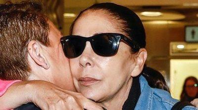 Belén Esteban desmiente que Isabel Pantoja fuera llorando en el avión hacia Honduras para 'SV 2019'