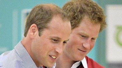 El vídeo que desmiente los rumores de mala relación entre los Príncipes Guillermo y Harry