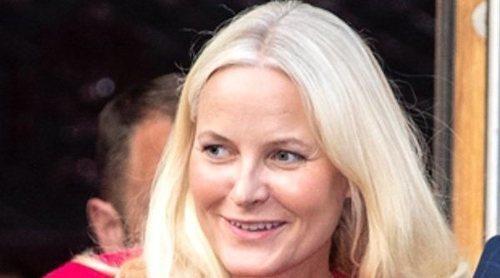 Mette-Marit vuelve a la agenda oficial y presume de amor con Hakoon de Noruega para desmentir rumores