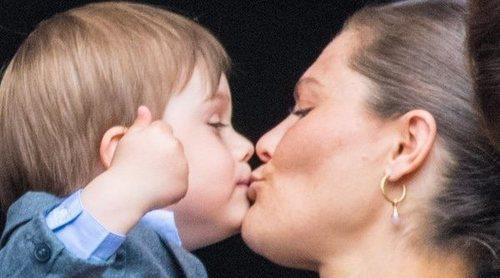 El cariñoso Oscar de Suecia eclipsa a su hermana Estela de Suecia en el cumpleaños del Rey Carlos Gustavo