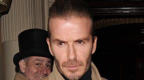 Retiran el carné de conducir a David Beckham durante seis meses por conducir hablando por el móvil