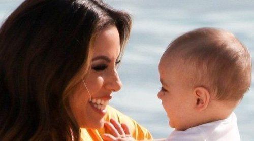 Eva Longoria disfruta de una preciosa escapada con su hijo Santiago en las playas de Cannes