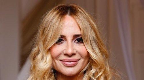Marta Sánchez suspende su concierto en Badalona tras ser recibida a huevazos y al grito de 'fascista'