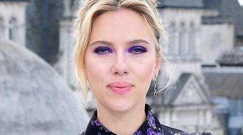 Scarlett Johansson y Colin Jost se han comprometido después de dos años de noviazgo