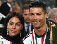Cristiano Ronaldo celebra la victoria de la Juventus con Georgina Rodríguez y Dolores Aveiro